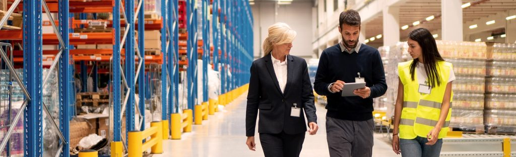 Managers visit B2B e-commerce warehouse